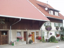 hausmitstalltor