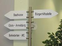 Hinweistafel im Bürgerbüro