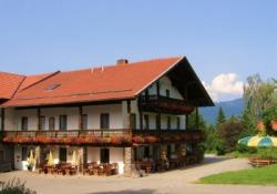 Gutsgasthof im Sommer