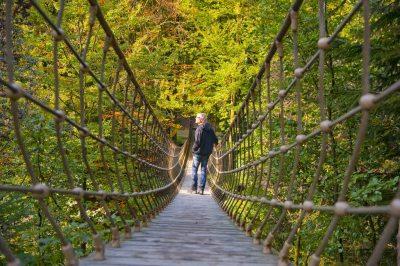 Hängebrücke in Kühhude (© © Foto Oliver Franke/Tourismus NRW e.V. : Oliver Franke )