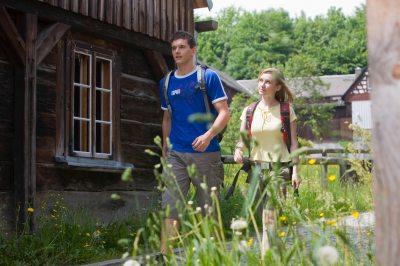 Wanderung durch das denkmalgeschützte Dorf Raun (© Archiv Tourismusverband Vogtland e.V. : Christoph Beer )