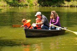 Familienausflug-Ruderboot (© Susanne Mölle )