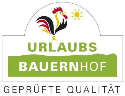 """Gütesiegel """"Qualitätsgeprüfter UrlaubsBauernhof"""" (© Bundesarbeitsgemeinschaft für Urlaub auf dem Bauernhof und Landtourismus in Deutschland e.V. )"""