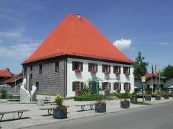 """Haus des Gastes Besuchen Sie auch die kleine Ausstellung """"Pfrontener Br�uche und Traditionen im ersten Stock."""
