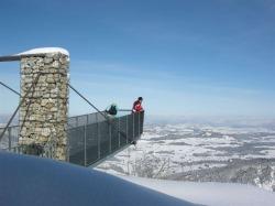 Winter auf dem Breitenberg Der Aussichtssteg auf dem Breitenberg ragt neun Meter �ber den Abgrund hinaus und bietet nicht nur einen grandiosen Blick in die Tiefe, sondern auch das Gef�hl, das sonst nur Kletterer empfinden k�nnen.