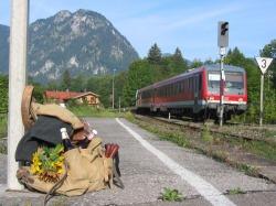 Zugankunft Mit der Ausserfernbahn bequem zur Zugspitze oder zum Einkaufsbummel nach Kempten oder einfach so zum Genießen der Landschaft aus den neuen Panoramawagen der DB.