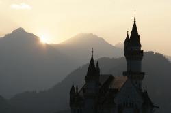 Schloss Neuschwanstein Das Schloss des Märchenkönigs - König Ludwig - Schloss Neuschwanstein ist 15 km entfernt.