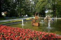 Kunst im Park Kunstausstellung im Jahre 2004 im Kurpark in Pfronten-Heitlern.