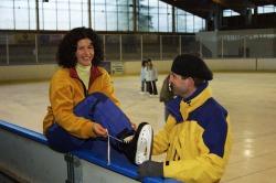Eisstadion  Aktiv werden mit der ganzen Familie beim Schlittschuh laufen in der Eishalle in Pfronten-Heitlern.
