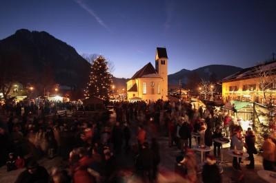 Weihnachtsmarkt am Leonhardsplatz (© Pfronten Tourismus/ E. Reiter : Pfronten Tourismus/ E. Reiter )