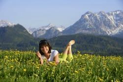 Frühling im Pfrontener Tal Das Panorama auf den Falkenstein, Rossberg und das Brentenjoch auf einer L�wenzahnwiese genie�en.