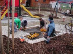 Regenbogenspielplatz In einem Neubaugebiet in Pfronten-Röfleuten ist ein kleiner aber feiner Spielplatz für ehrer kleinere Kinder entstanden
