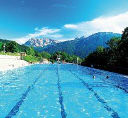 Alpenbad Pfronten Freibad am Panoramahang mit Blick auf eine traumhafte Bergkulise