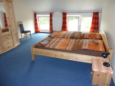 Elternschlafzimmer FeWo Waldblick
