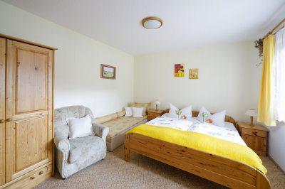 Schlafzimmer in der kleinen Ferienwohnung