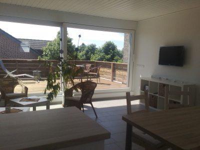Blick auf das Sonnendeck vom Wohnzimmer