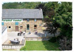 """Ferienhaus """"Vennhof 1"""" mit Innenhof, Liegewiese und Terasse"""