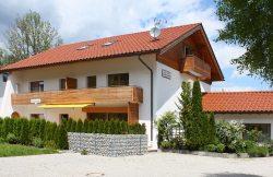 Haus Bergland im Mai