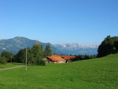 Blick auf unseren Bauernhof mit toller Bergsicht