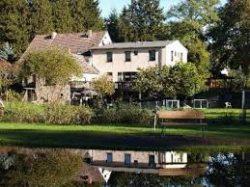 Pension & Gasthaus Kattenstieg mit Blick auf Angelteiche