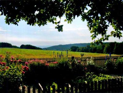 Ausblick vom Blumen- und Kräutergarten