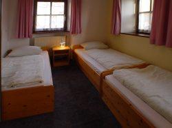 Fewo2-Schlafzimmer mit 3 Betten