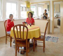 Fewo8 Küche und Essbereich