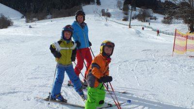 Die Skifahrer-familie