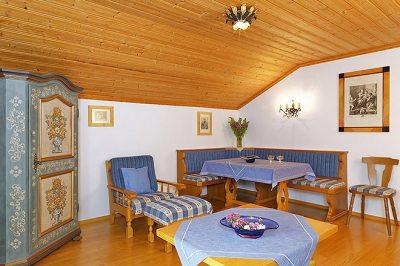Wohnung Nr. 2 Wohnzimmer - Blick Richtung Sitzecke