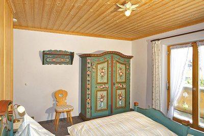 Wohnung Nr. 4 Schlafzimmer mit Blick zum Balkon