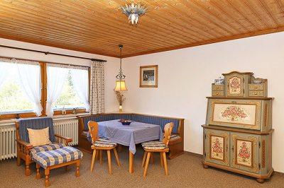 Wohnung Nr. 4 Wohnzimmer mit Blick zur Sitzecke