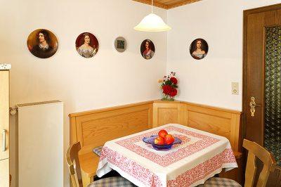 Wohnung Nr. 3 Küche mit Blick zur Eßecke