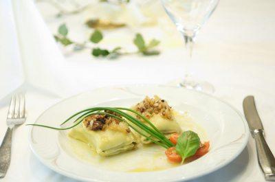 Egal, ob schwäbische Maultaschen, allgäuer Käs'spätzle, Apfelküchle oder unsere hausgemachten Krautkrapfen - unsere feine Küche verwöhnt sie im Bayerischen Hof.