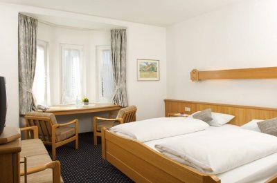 Komfortable Zimmer, behagliche Ein- und Zweibettzimmer, in unserem Gasthof und Hotel Bayerischer Hof in Lindenberg im Allgäu.