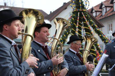 Osterbrunnen Musik (© Karin Donath : Karin Donath )