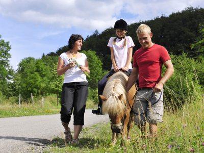 Geführtes Ponyreiten (© LAG Thüringen : Barbara Neumann )