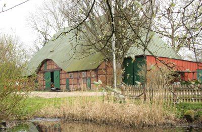 Die Scheune ist über 200 Jahre alt. Darin wird Getreide gelagert.