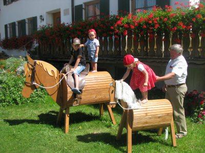 Holzpferde Lukas und Kleiner Donner