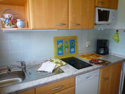 Küche m. Spülm. von App. B/W
