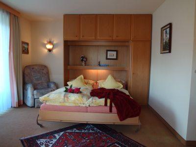 Französisches Bett mit Blick in den Berge