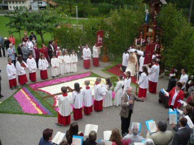 Prozession von der Kirche zu unserem Hof